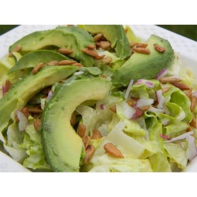 salade de laitue, avocat et graines de tournesol