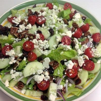 Salade verte au fromage bleu et aux canneberges séchées