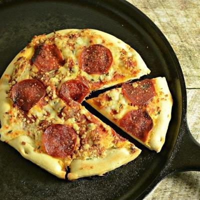 pizza au feu de camp pepperoni