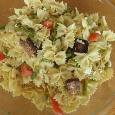 Salade de pâtes au tofu et aux asperges au vinaigre balsamique