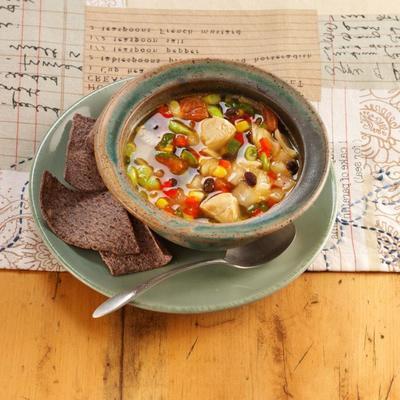 soupe au poulet et aux haricots noirs du sud-ouest