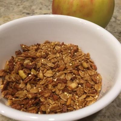granola aux pommes, à l'avoine et au quinoa