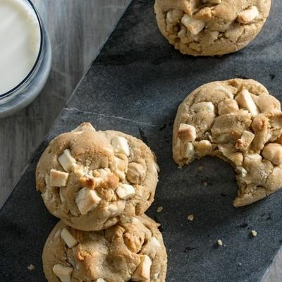 biscuits ghirardelli au beurre bruni au chocolat blanc et aux noisettes