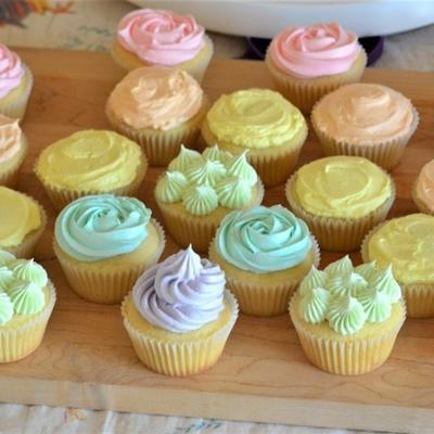 cupcakes vanille à la crème au beurre de meringue suisse