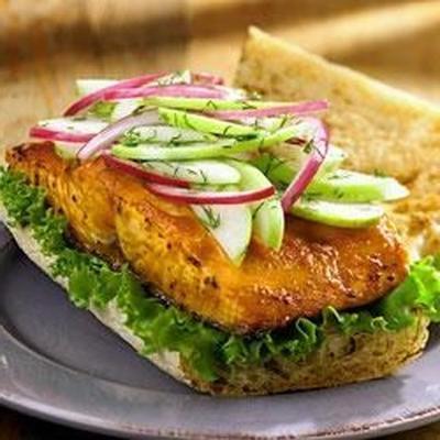 sandwich au saumon grillé avec salade de pomme verte