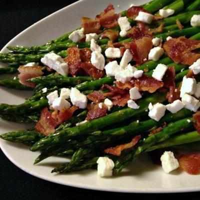 asperges grillées au bacon et au fromage féta