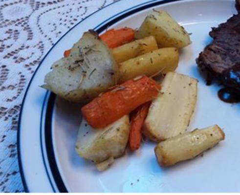 pommes de terre rôties, panais et carottes