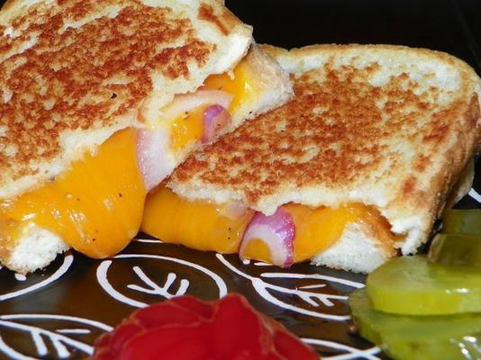 sandwich au fromage grillé et aux oignons rouges de kristen