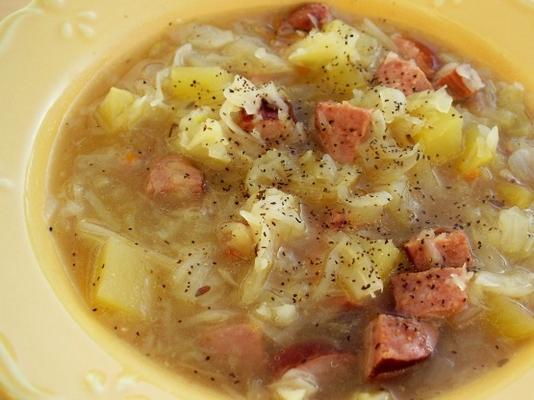 polir la soupe aux saucisses et aux choux