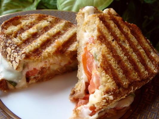 panini caprese (mozzarella, tomates et basilic)