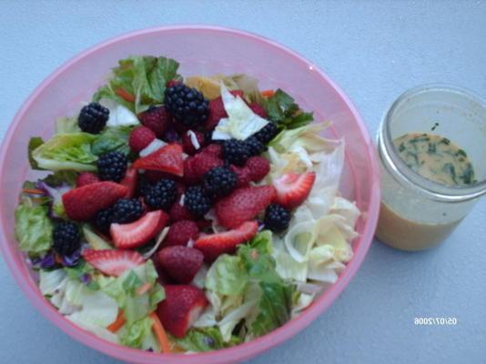 mélange de verdure et de salade de fruits
