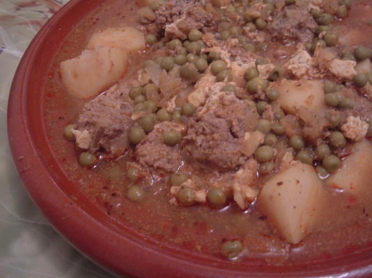 kefta tajine (boulettes de viande épicées marocaines avec œufs à la sauce tomate)