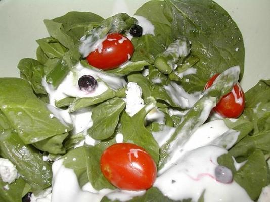 salade d'épinards Linda avec les œuvres