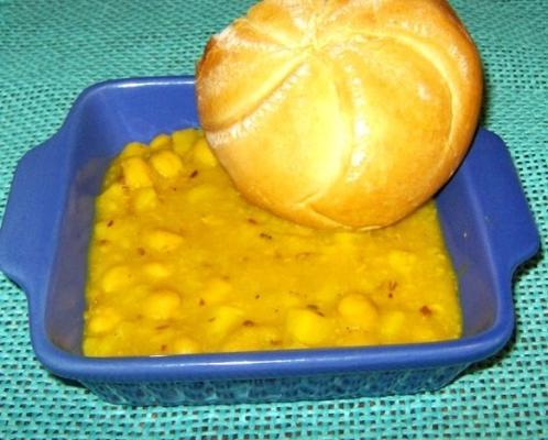 aloo channa tarkari (pomme de terre et pois chiches dans un curry)