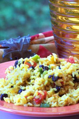 Salade de haricots noirs et riz jaune