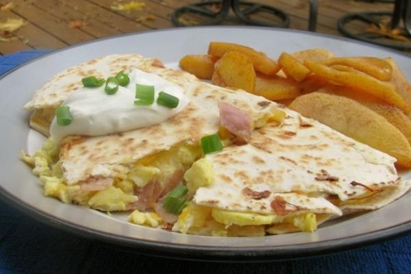 quesadillas au petit déjeuner œuf, jambon et fromage