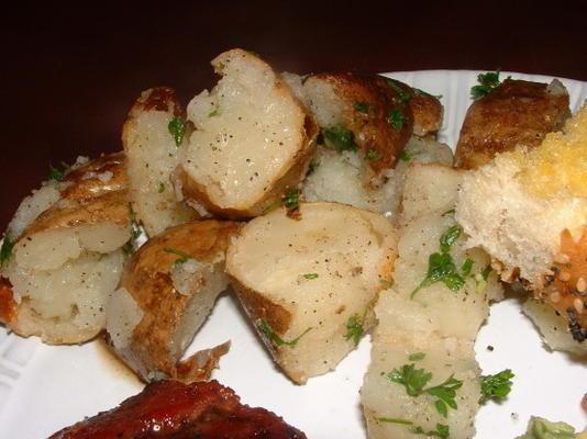 pommes de terre crémeuses rouges jetées à la sauge
