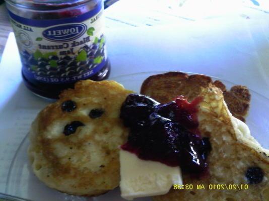tiganites me stafithes: galettes de raisins secs