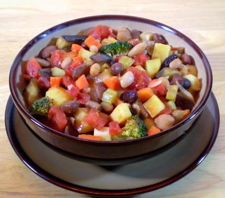 casserole de légumes et tomates