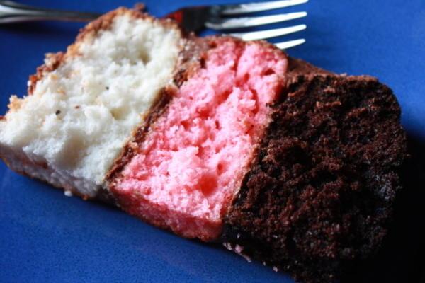 amusant gâteau d'anniversaire napolitain