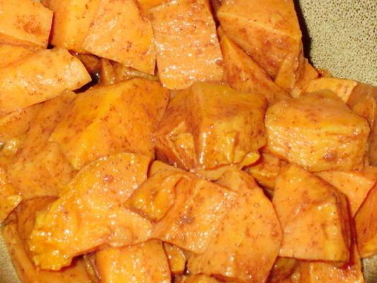 patates douces cuites au four glacées en bonne santé (ou ignames)