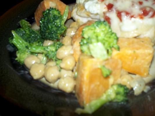 salade de patates douces, de brocolis et de haricots à la vapeur