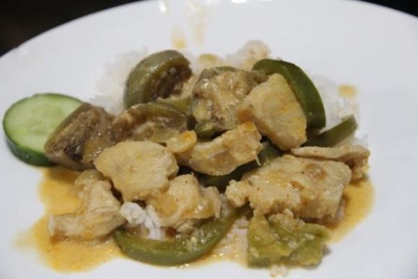 curry rouge thaï avec noix de coco et légumes