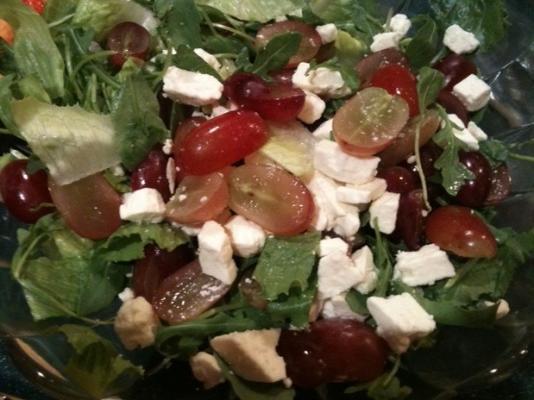 salade romaine, feta et raisin