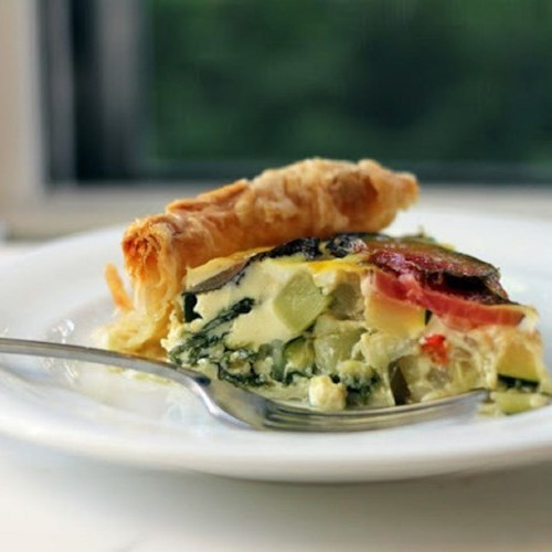 Tarte à la betterave, aux légumes et aux courgettes
