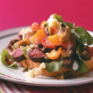 Salade de bruschetta au steak grillé
