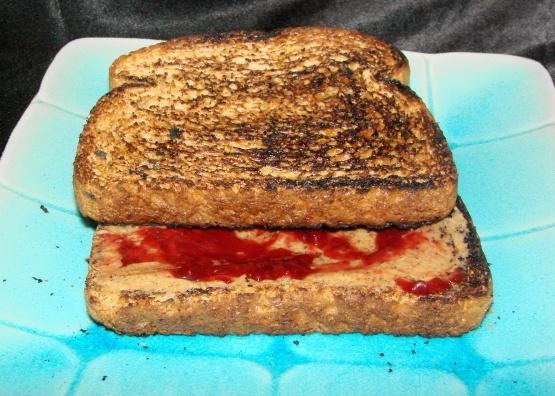 Sandwich au beurre d'amande et à la gelée