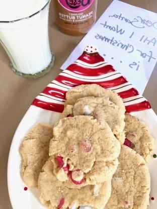 Biscuits de vacances au beurre d'arachide et à la menthe poivrée
